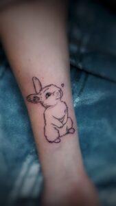 minimalistické tetování králíček srdce line